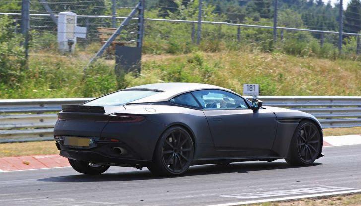 Aston Martin DB11 S, proseguono i test in pista - Foto 13 di 14