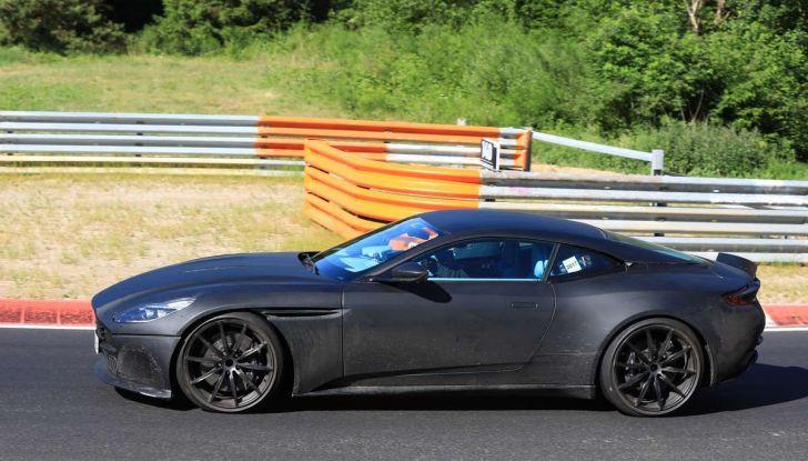 Aston Martin DB11 S, proseguono i test in pista - Foto 2 di 14