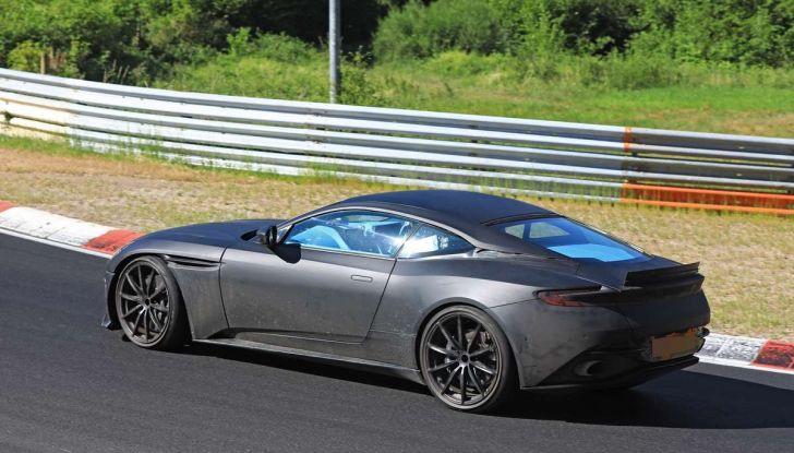 Aston Martin DB11 S, proseguono i test in pista - Foto 5 di 14