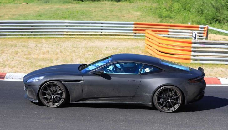 Aston Martin DB11 S, proseguono i test in pista - Foto 9 di 14