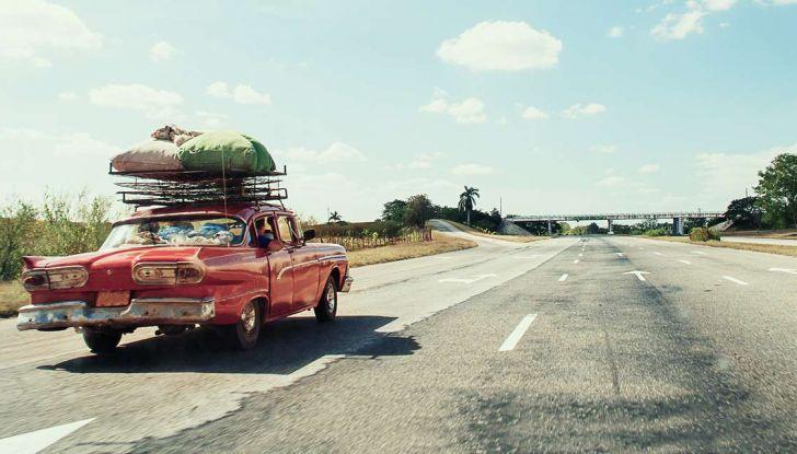 Bagagli sul tetto auto: normativa e contravvenzioni - Foto 1 di 9