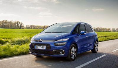 Citroën C4 Picasso supera la barriera di pedaggio autostradale in completa autonomia