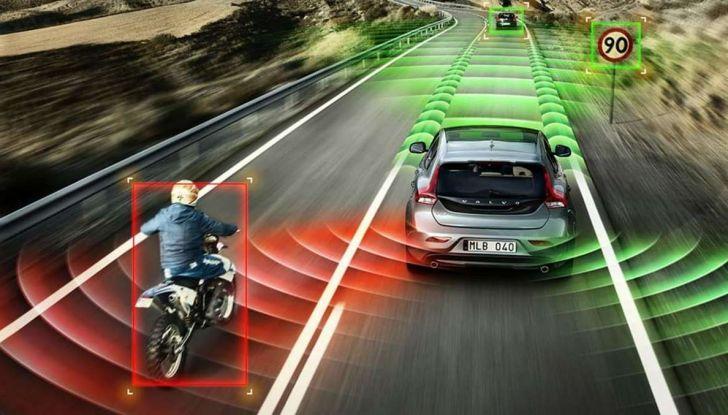 Sicurezza in auto: tutte le sigle, dall'ABS al TCS - Foto 1 di 10