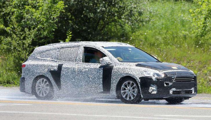 Ford Focus station wagon, prime immagini e dati tecnici - Foto 3 di 9