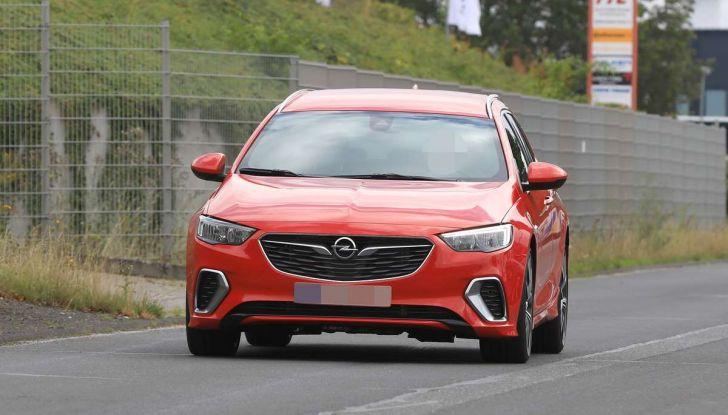 Opel Insignia GSi Sports Tourer, informazioni sulla station wagon sportiva - Foto 2 di 29