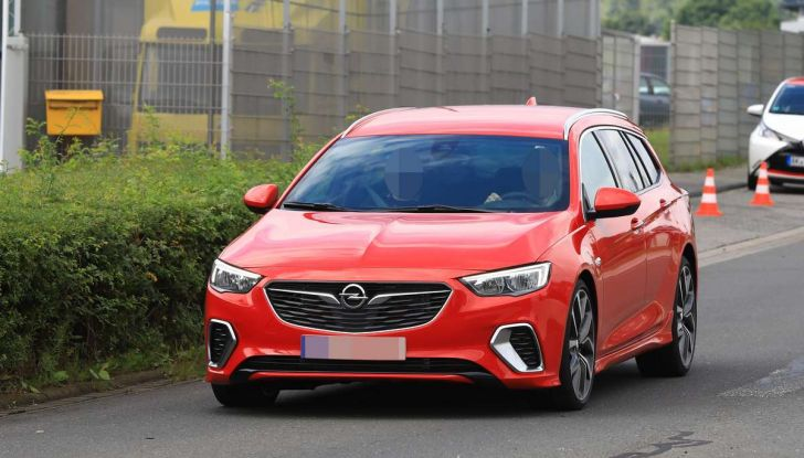 Opel Insignia GSi Sports Tourer, informazioni sulla station wagon sportiva - Foto 13 di 29