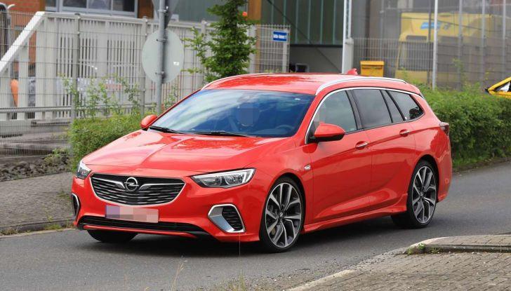 Opel Insignia GSi Sports Tourer, informazioni sulla station wagon sportiva - Foto 15 di 29