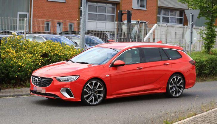 Opel Insignia GSi Sports Tourer, informazioni sulla station wagon sportiva - Foto 17 di 29
