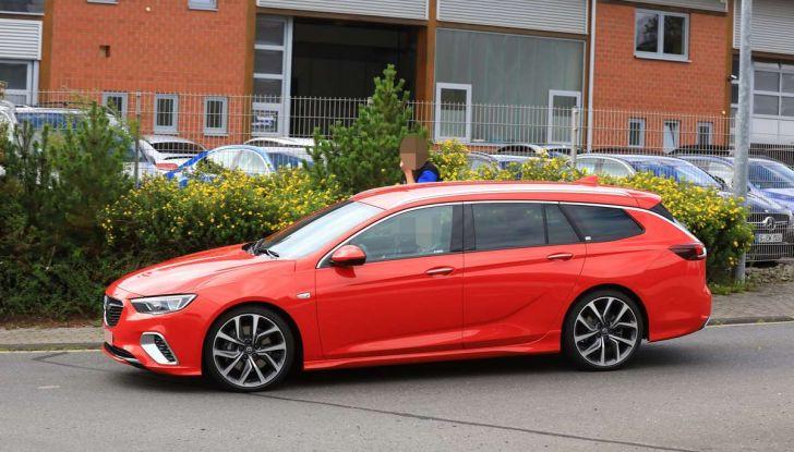 Opel Insignia GSi Sports Tourer, informazioni sulla station wagon sportiva - Foto 6 di 29
