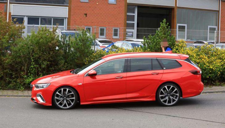 Opel Insignia GSi Sports Tourer, informazioni sulla station wagon sportiva - Foto 18 di 29