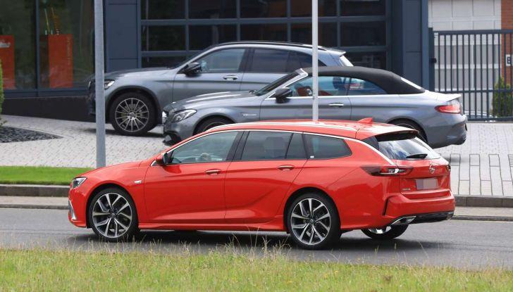 Opel Insignia GSi Sports Tourer, informazioni sulla station wagon sportiva - Foto 9 di 29