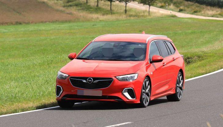 Opel Insignia GSi Sports Tourer, informazioni sulla station wagon sportiva - Foto 22 di 29