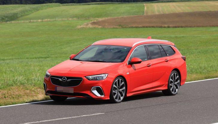 Opel Insignia GSi Sports Tourer, informazioni sulla station wagon sportiva - Foto 23 di 29