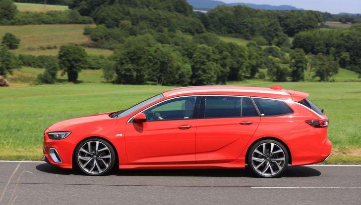 Opel Insignia GSi Sports Tourer, informazioni sulla station wagon sportiva - Foto 16 di 29