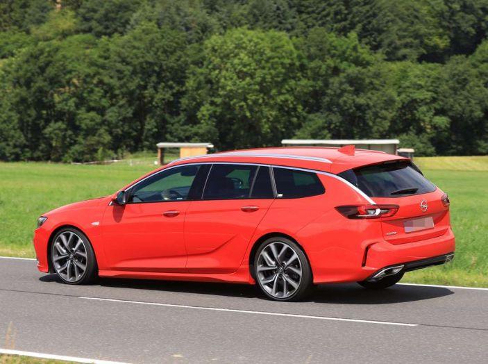 Opel Insignia GSi Sports Tourer, informazioni sulla station wagon sportiva - Foto 26 di 29