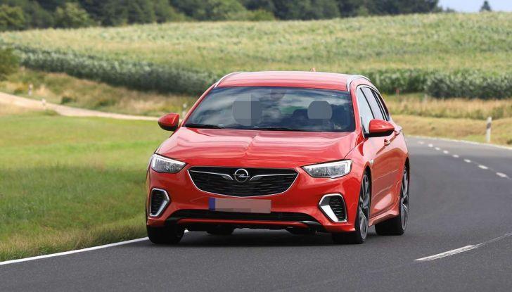 Opel Insignia GSi Sports Tourer, informazioni sulla station wagon sportiva - Foto 11 di 29
