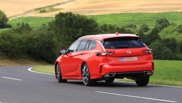 Opel Insignia GSi Sports Tourer, informazioni sulla station wagon sportiva - Foto 14 di 29