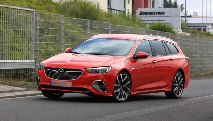 Opel Insignia GSi Sports Tourer, informazioni sulla station wagon sportiva - Foto 1 di 29