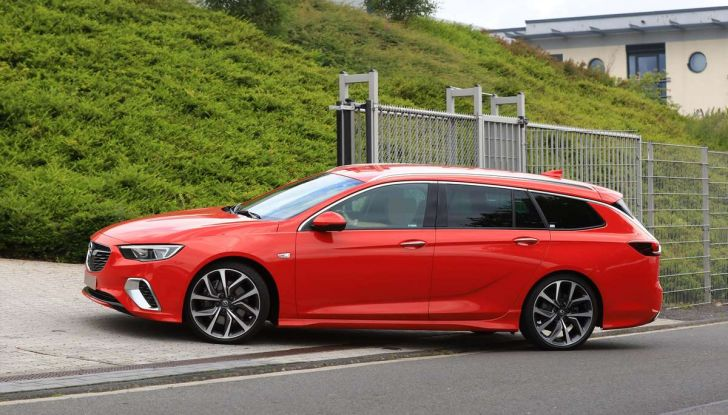 Opel Insignia GSi Sports Tourer, informazioni sulla station wagon sportiva - Foto 7 di 29