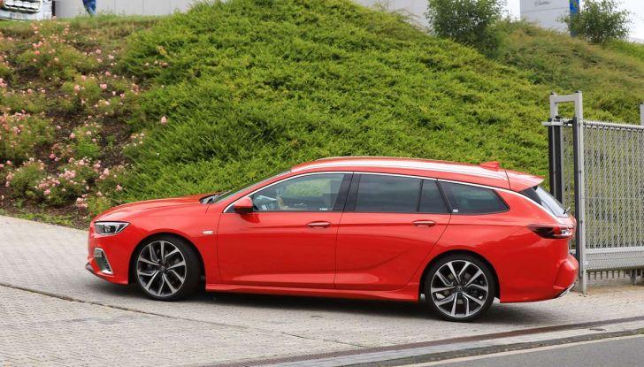 Opel Insignia GSi Sports Tourer, informazioni sulla station wagon sportiva - Foto 8 di 29