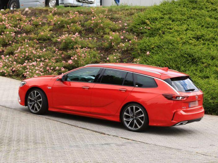 Opel Insignia GSi Sports Tourer, informazioni sulla station wagon sportiva - Foto 10 di 29