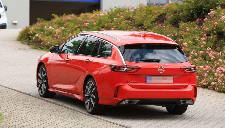 Opel Insignia GSi Sports Tourer, informazioni sulla station wagon sportiva - Foto 3 di 29