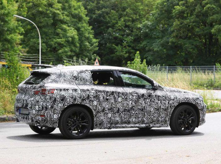BMW X2 2018, le prime foto spia del SUV coupé - Foto 13 di 14