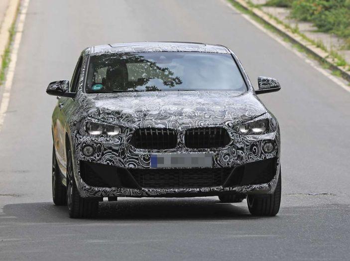 BMW X2 2018, le prime foto spia del SUV coupé - Foto 11 di 14