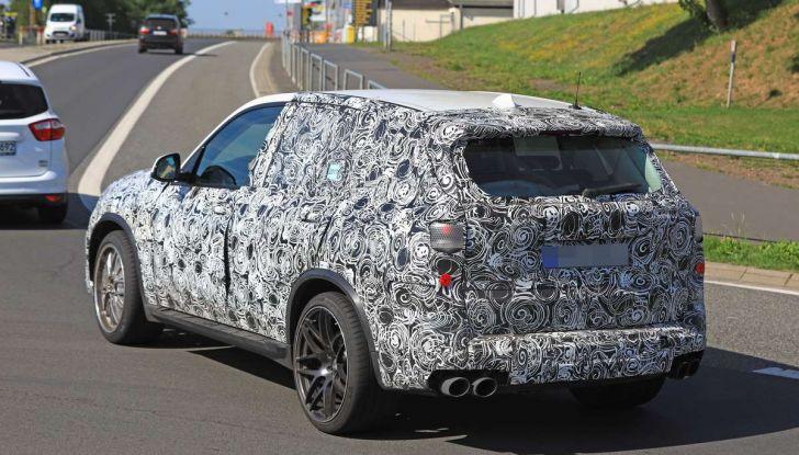 BMW X5 M foto spia del SUV in versione sportiva - Foto 11 di 17