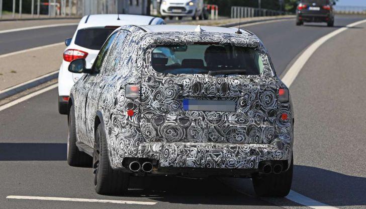 BMW X5 M foto spia del SUV in versione sportiva - Foto 12 di 17