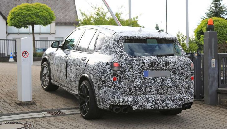 BMW X5 M foto spia del SUV in versione sportiva - Foto 14 di 17