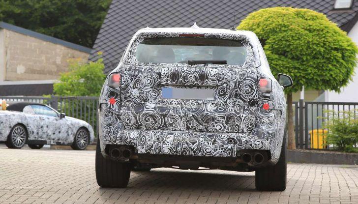 BMW X5 M foto spia del SUV in versione sportiva - Foto 16 di 17