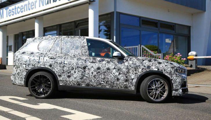 BMW X5 M foto spia del SUV in versione sportiva - Foto 5 di 17