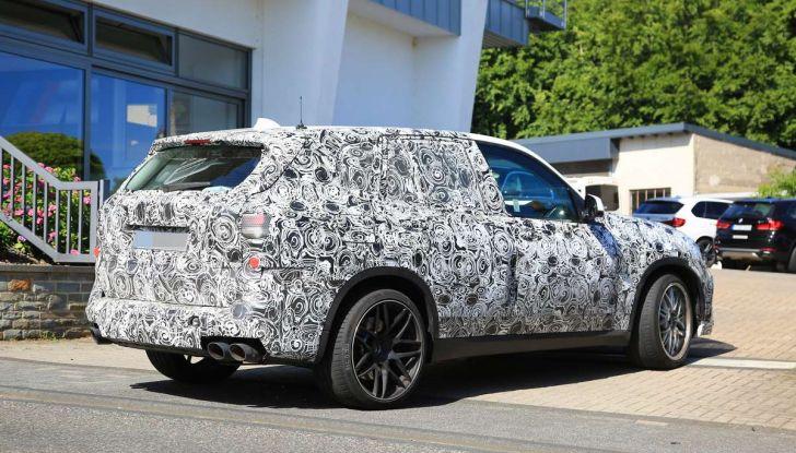BMW X5 M foto spia del SUV in versione sportiva - Foto 7 di 17