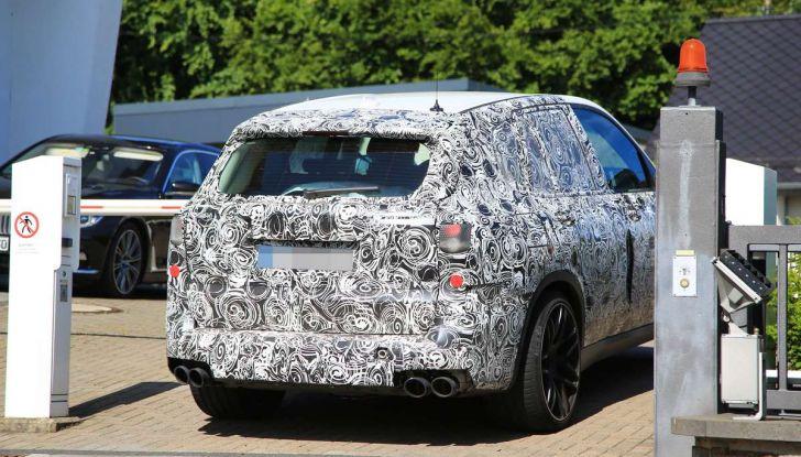 BMW X5 M foto spia del SUV in versione sportiva - Foto 9 di 17