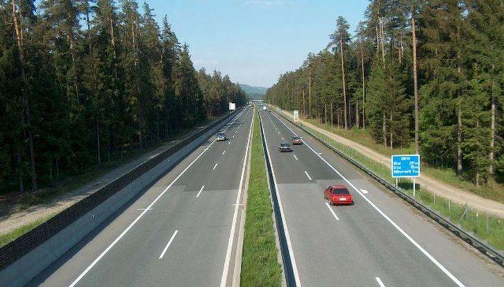 Di Maio, autostrade: tariffa unica senza casello e via i Benetton - Foto 11 di 19