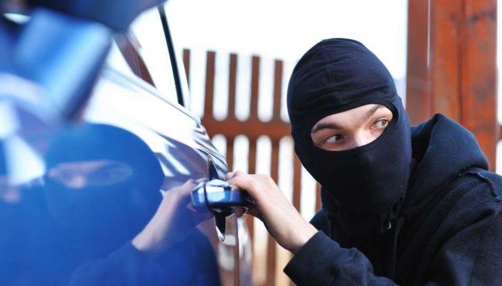 Furti d'auto: più colpi e meno ritrovamenti. Ecco come evitare guai - Foto 1 di 8