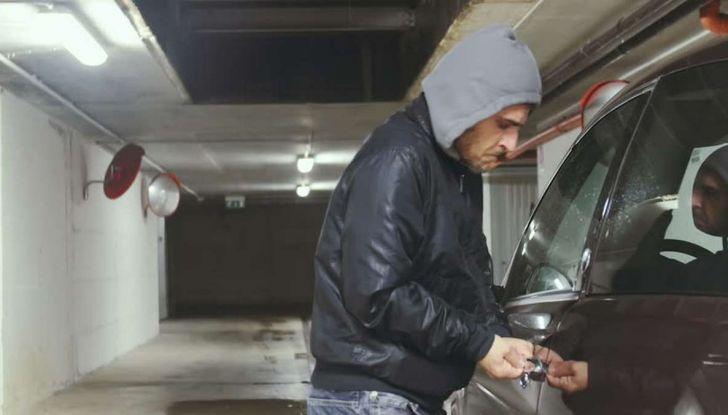 Furti d'auto: più colpi e meno ritrovamenti. Ecco come evitare guai - Foto 5 di 8