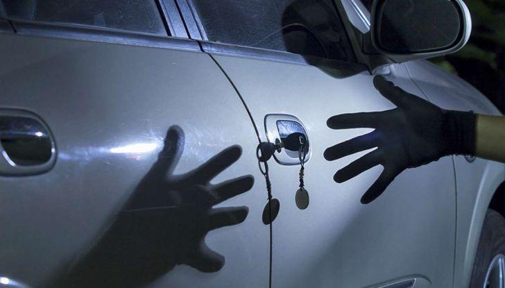 Furti d'auto: più colpi e meno ritrovamenti. Ecco come evitare guai - Foto 6 di 8