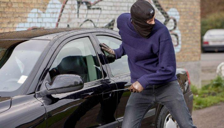 Furti d'auto: più colpi e meno ritrovamenti. Ecco come evitare guai - Foto 7 di 8