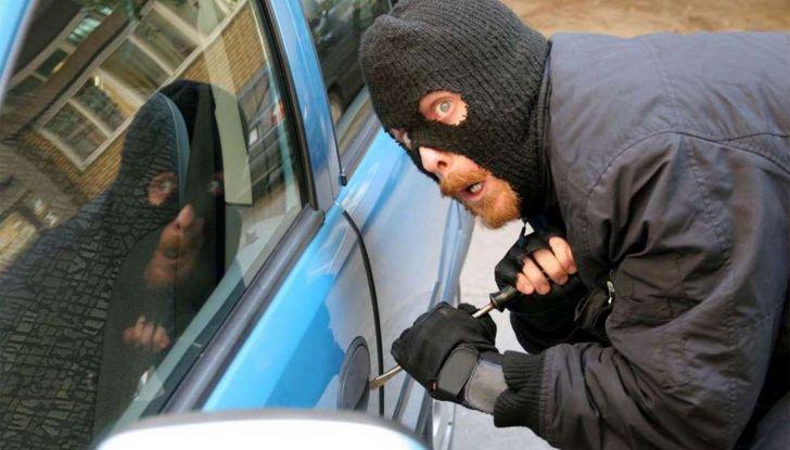 Furti d'auto: più colpi e meno ritrovamenti. Ecco come evitare guai - Foto 8 di 8