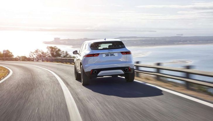 Jaguar A-Pace, il nuovo SUV coupè compatto - Foto 2 di 5