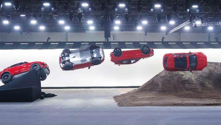 Jaguar E-PACE, il SUV compatto da 36.800 euro - Foto 4 di 5