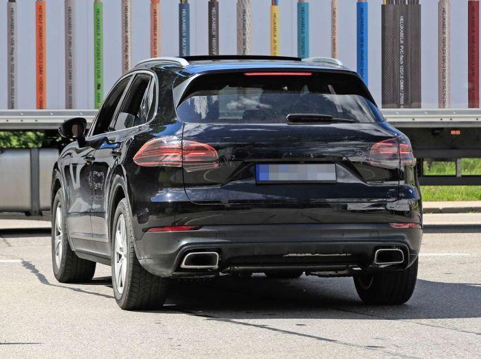 Porsche Cayenne, le foto spia degli ultimi test su strada - Foto 13 di 19