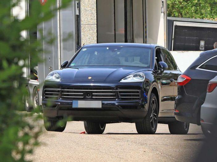 Porsche Cayenne, le foto spia degli ultimi test su strada - Foto 16 di 19
