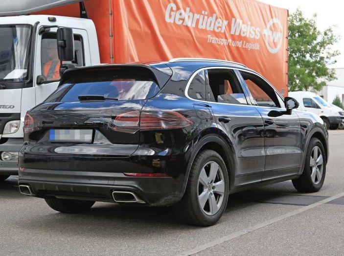 Porsche Cayenne, le foto spia degli ultimi test su strada - Foto 15 di 19