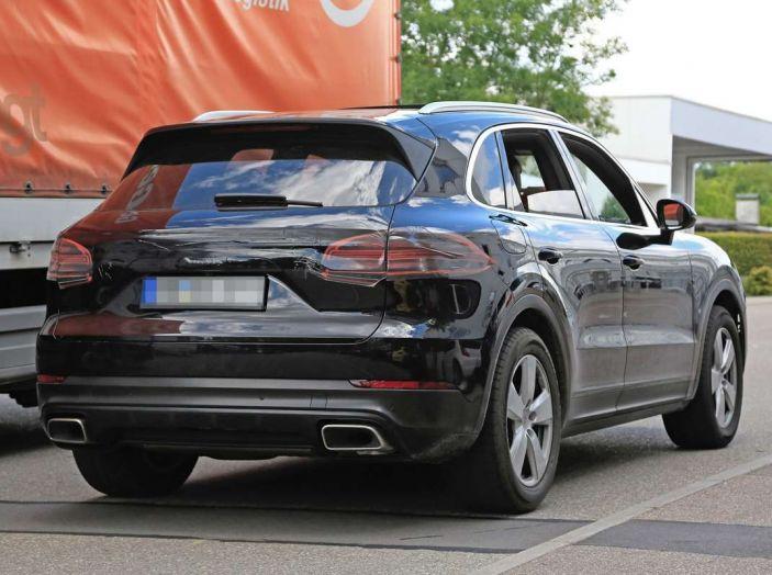Porsche Cayenne, le foto spia degli ultimi test su strada - Foto 19 di 19