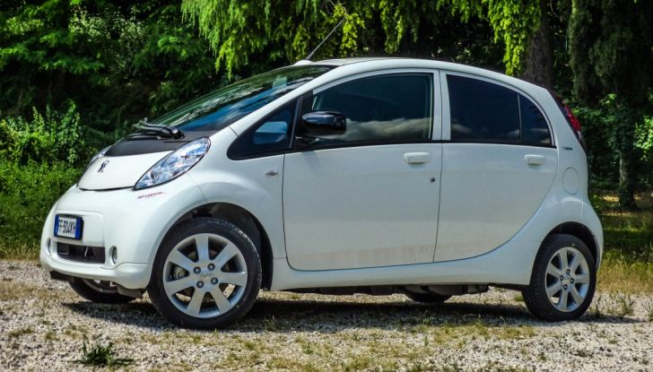 Test Peugeot 108 Collection VS Peugeot iON: Elettrica contro Citycar - Foto 37 di 39