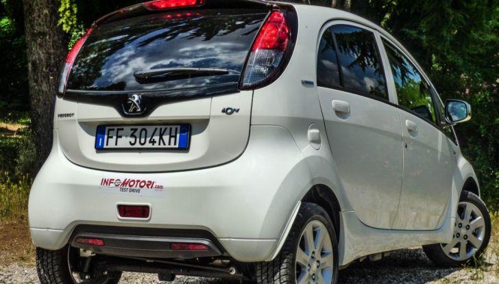 Test Peugeot 108 Collection VS Peugeot iON: Elettrica contro Citycar - Foto 9 di 39