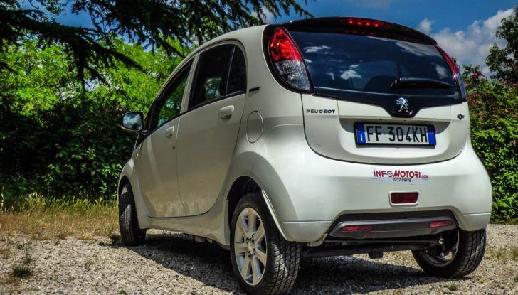 Test Peugeot 108 Collection VS Peugeot iON: Elettrica contro Citycar - Foto 11 di 39